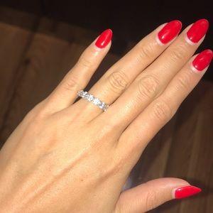 Jewelry - Eternity ring, round stones